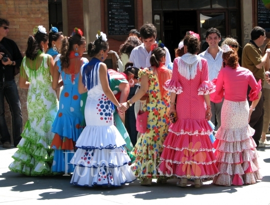 Beautiful Sevillans in typical outfit, during the Feria of Sevilla, Espagne